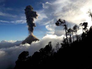 Vulkan Acatenango, Acatenango, Vulkan Fuego